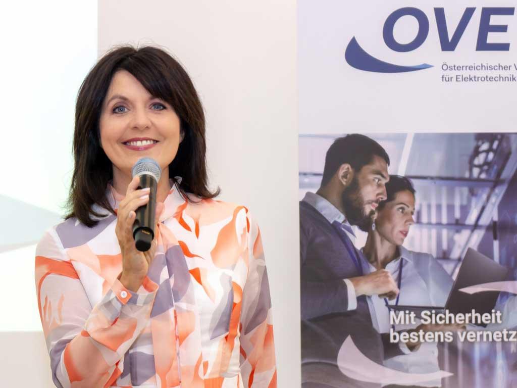 Podiumsdiskussion bei OVE mit Moderatorin Sylvia Reim