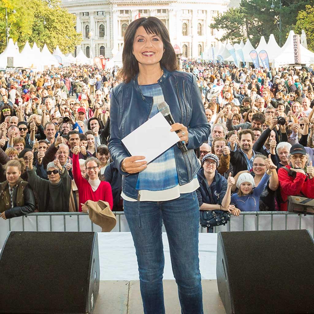 Sylvia Reim als Moderatorin beim Sicherheitsfest